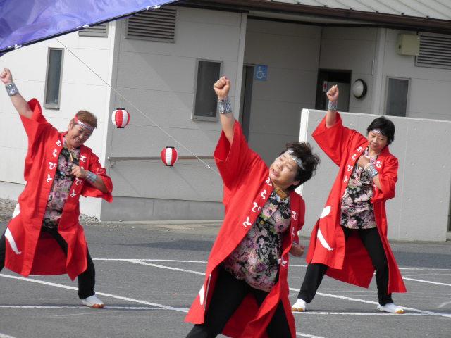 夢楽人(富津市)午前のパレード演舞も、午後のステージ演舞も、多くのみなさんが見に来ていました
