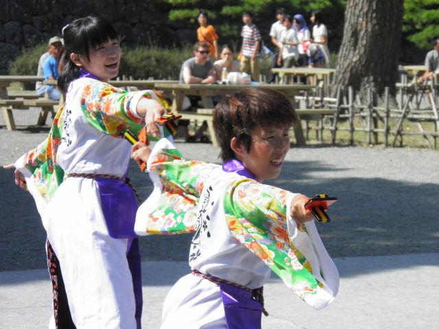 東海大学 響(伊勢原市)この会場のように小田原城の下で演舞できるという貴重なところも